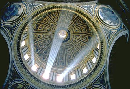 (38 на плане собора). Купол